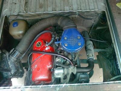 VW с двигателем от Москвича. :-  - мото отсек..JPG