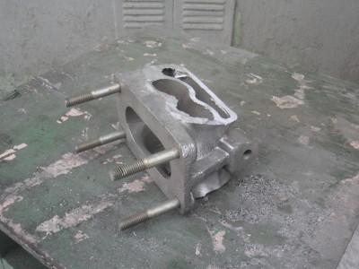 это процесс выпиливания переходника на новый карбюратор из валявшегося в гараже впускного коллектора на жигули - CIMG0599.JPG